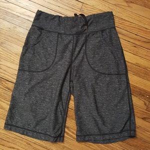Lululemon gray shorts sz 4